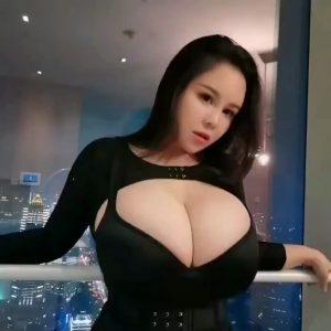 Youyoulama huge tits