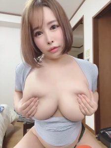 Mion Hazuki shows her big tits
