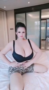 Youyoulama giant tits